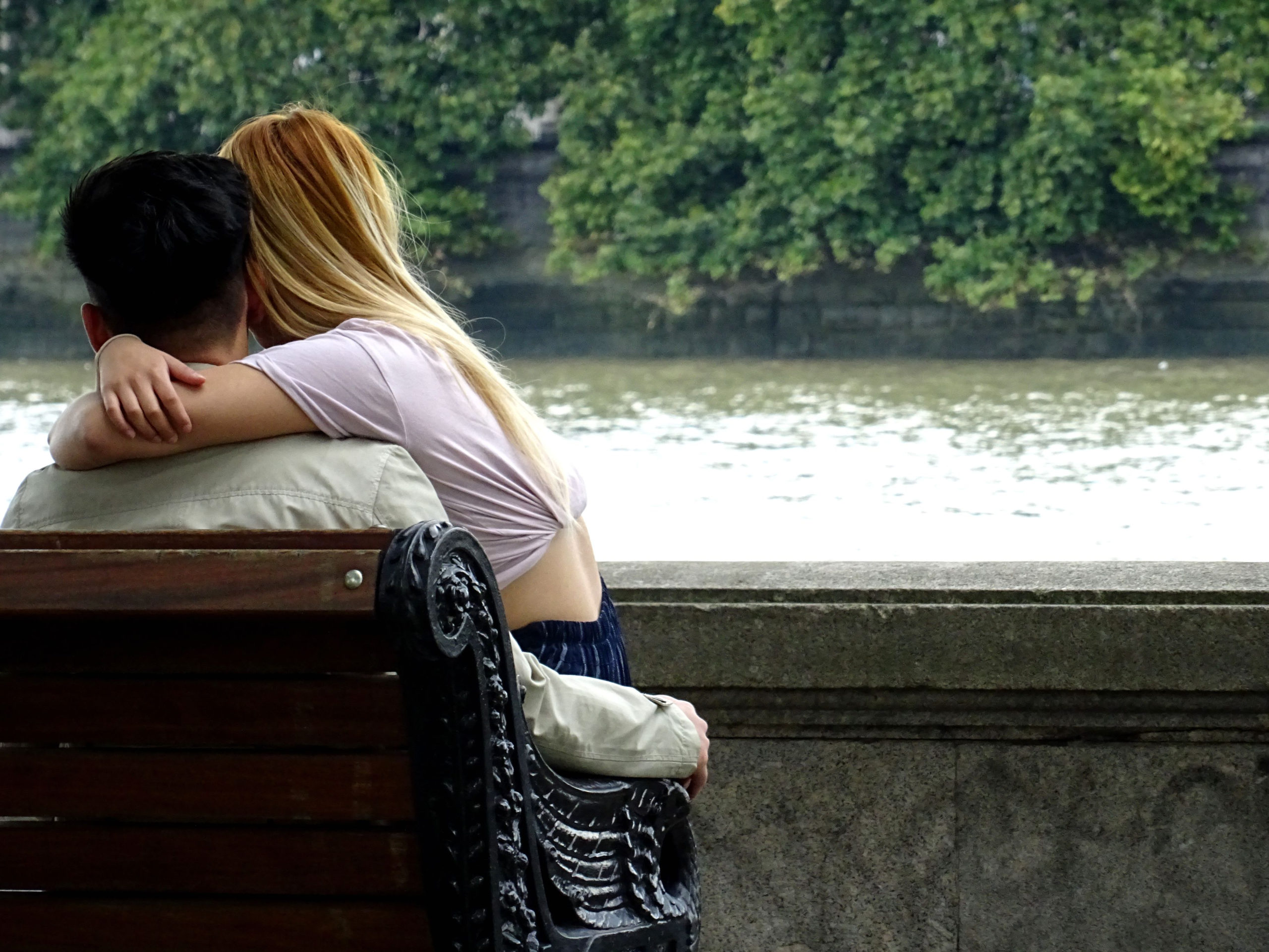 What does being in a toxic relationship mean?